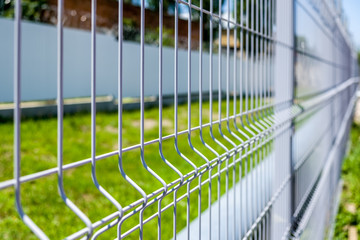 Fence of wire.