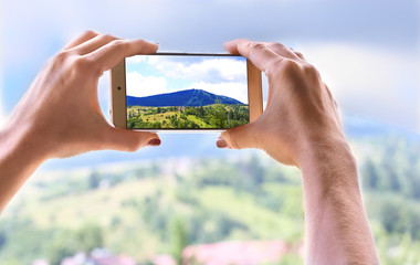 Photographing the landscape on the phone close-up