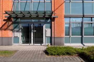 Hausfassade Tür mit Glaseinsatz