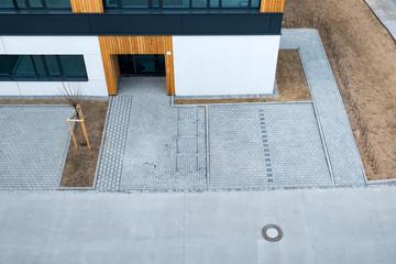 Sicht von oben auf modernes Gebäude