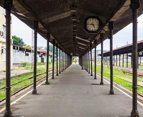 Fotobehang Treinstation Old empty abandoned train station