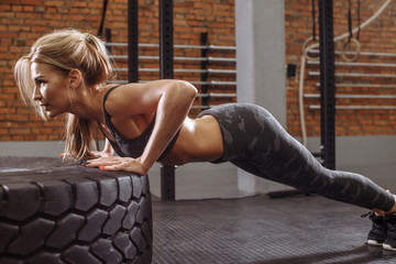 the wide position of the hands in a full push-up. side view photo. lowering the body