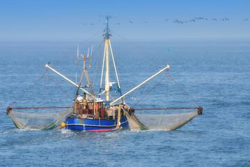 Krabbenkutter auf der Nordsee beim Krabbenfang,Wattenmeer Nationalpark,Deutschland