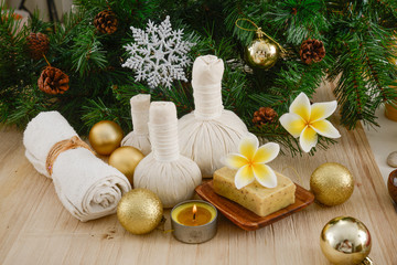 Foto op Plexiglas Spa Christmas spa with Composition of spa treatment and wooden background