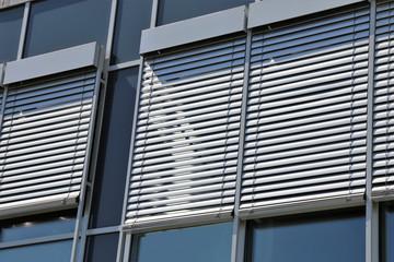 Fenster mit modernem Raffstore aussen