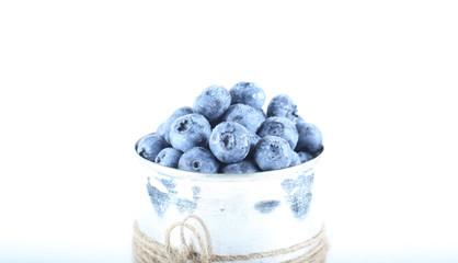 голубика ягода свежая лежит на столе