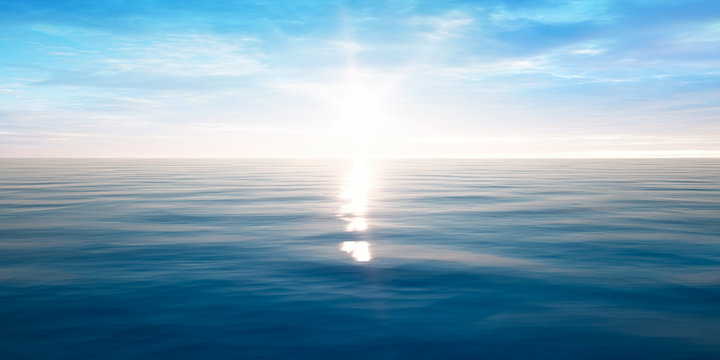 Sonnenuntergang am Meer mit leichten Wellen