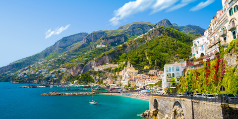 Papiers peints Cote Morning view of Amalfi cityscape on coast line of mediterranean sea, Italy