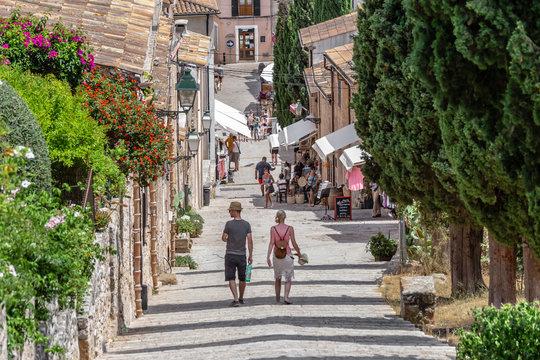 Kalvarientreppe von Pollensa in Mallorca - 365 Treppen zum inneren Frieden