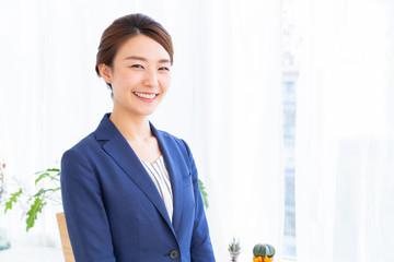 リラックスする女性 ビジネス