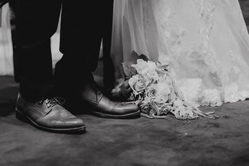 Pied des mariés à l'église