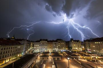 Blitzlicht Gewitter über Wien, Karmelitermarkt. Lightning Storm over Vienna.
