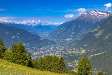Blick ins Vinschgau vom Taser Höhenweg über Schenna bei Meran, Südtirol
