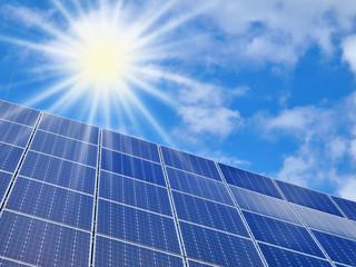Photovoltaikanlage wandelt Sonnenenergie zu Solarstrom