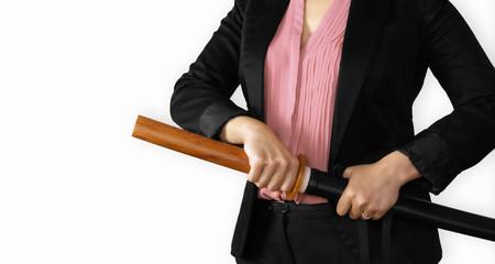 business donna con spada pronta allo scontro