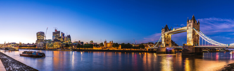 Fotobehang Londen shooting from the south bank in London at sunset