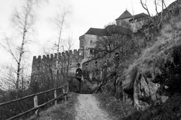 Antico castello altoatesino in una ventosa serata invernale