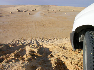 Sahara, suv, wheel / Traces of the jeep in the desert baked