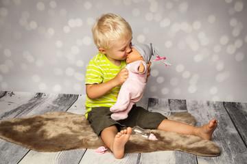 die Puppe knutschen
