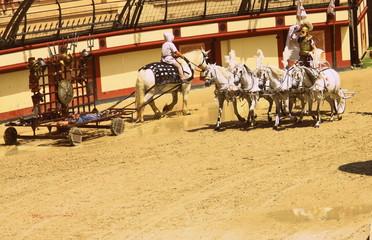 gladiateurs romains et leur char dans arène