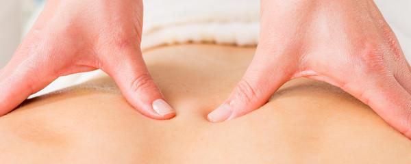 Hände massieren Rücken, Rückenmassage