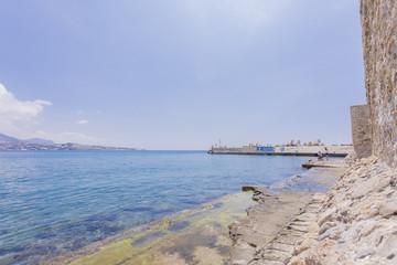 Vue sur la Baie d'Ierapetra de puis la forteresse vénitienne Kales en Grèce - Grèce