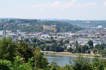 Blick über Koblenzer Altstadt mit Schloss
