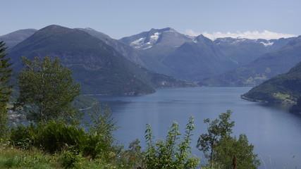 Panoramastraße oberhalb des Innvikfjords in Norwegen, Aussicht auf den Fjord