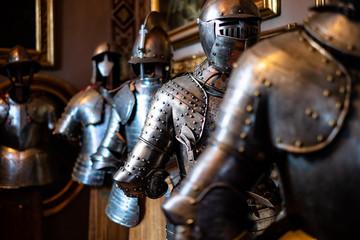 set di armature medievali