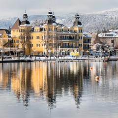 Schlosshotel in Velden am Wörthersee, Österreich, im Winter