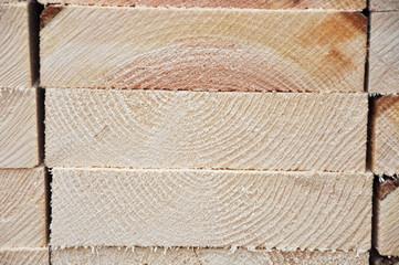 Holzlatten und Bretter, gesägtes Holz für die Industrie und den Bau
