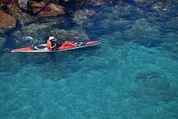 Uomo in canoa presso Sorrento - Napoli - Campania - Italia