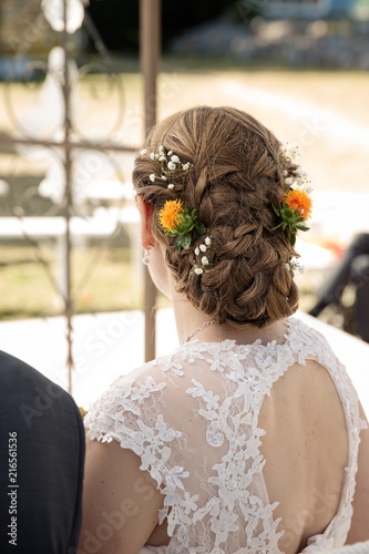 Hochsteckfrisur Zur Hochzeit Mit Blumen Stock Photo And Royalty