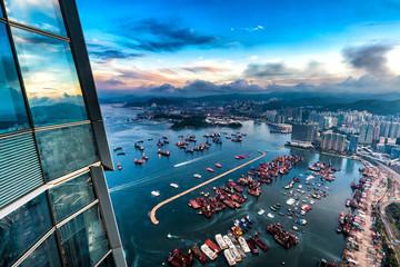 Fotomurales - Aerial view of Victoria Harbor of Hong Kong at dawn