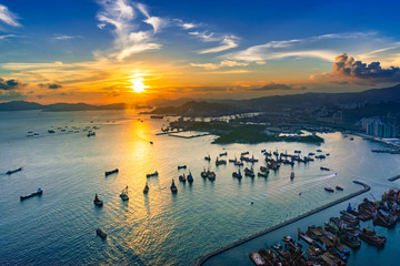 Fotomurales - Aerial view sunset at Victoria Harbor of Hong Kong