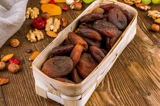 dark dried apricots