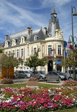 Ville de Trouville, l'Hôtel de Ville et jardin fleuri, département du Calvados, Normandie, France