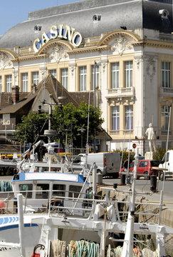 Ville de Trouville, le port de pêche et casino, département du Calvados, Normandie, France