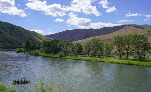 Yakima River Canyon is a beautiful recreation area located along Yakima River from Yakima to Ellensburg.