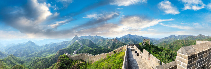 Fotobehang Chinese Muur Majestic Great Wall of China under the blue sky,panoramic view