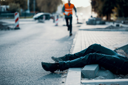Died person on the street after accident at roadworks. Result of non-compliance with health and safety regulations