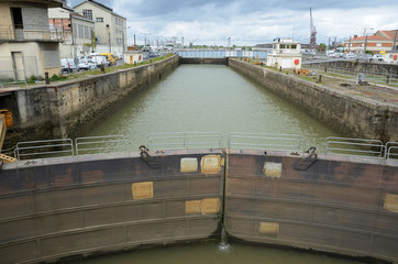 Sluice in the dock of Bordeaux