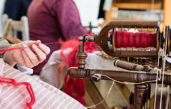 Spinning yarn up close