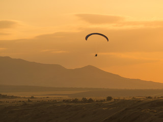 Foto op Canvas Luchtsport Paragliding at the mountain voloshin at the koktebel crimea