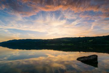 Sonnenuntergang am See in den Bergen - Alpsee im Ostallgäu