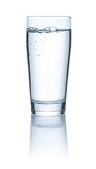 Ein Glas mit Leitungswasser