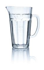 Glaskrug mit Wasser