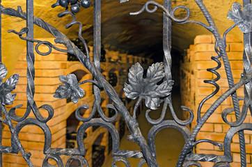 Weinkeller mit Gittertüre