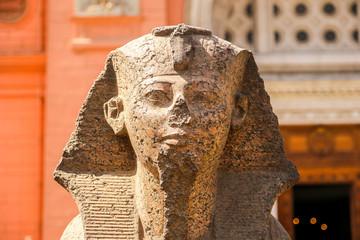 Poster de jardin Commemoratif Small sphinx statue near Egyptian Museum