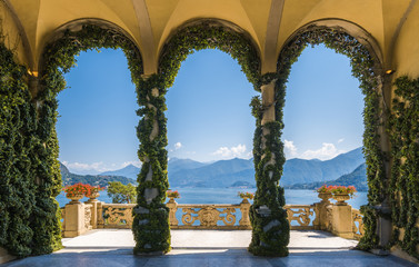 Scenic balcony overlooking Lake Como in the famous Villa del Balbianello, in the comune of Lenno. Lombardy, Italy. Fototapete